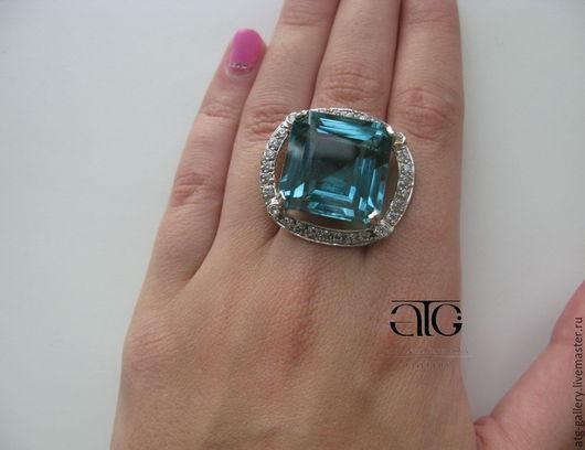 Крупное кольцо с роскошным аквамариновым кварцем 37.90 Carat и кубическим цирконием!  Ручная работа.