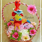 Подарки к праздникам ручной работы. Ярмарка Мастеров - ручная работа Букет из детской одежды для девочки (большой). Handmade.