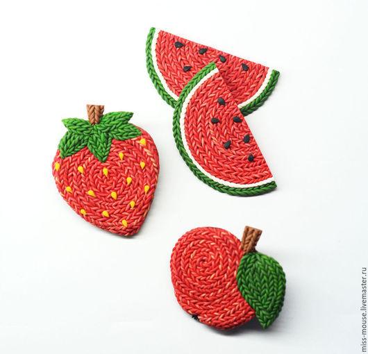 """Броши ручной работы. Ярмарка Мастеров - ручная работа. Купить Брошки """"Вязаные фрукты"""". Handmade. Ярко-красный, интересная брошь"""