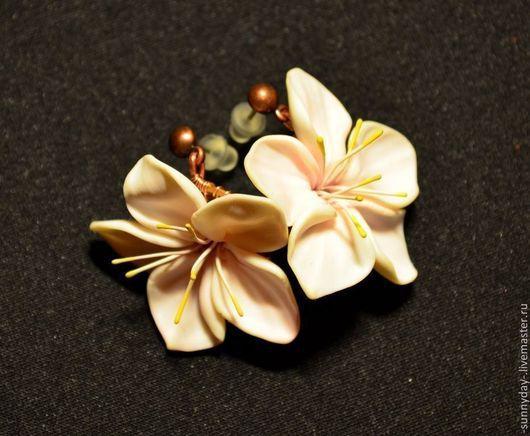 Весенние серьги, керамическая флористика, цветки яблони, яблоня, для девушки, романтический стиль, бохо, цветочный, весенний.