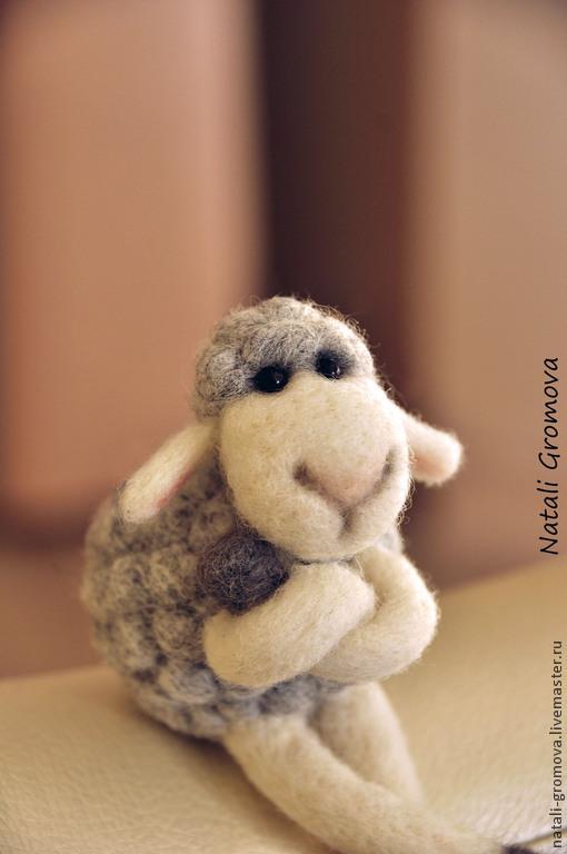 Игрушки животные, ручной работы. Ярмарка Мастеров - ручная работа. Купить Овечка Молли. Handmade. Серый, овца, подарок на новый год