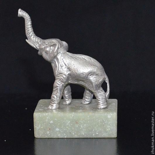 Миниатюрная фигурка `Слон`. Есть статуэтки собак: такса, болонка, эрдельтерьер, пудель, спаниель, пекинес. Есть фигурки других животных: медведь, черепаха, кошка, мышь, крыса, змея (кобра).