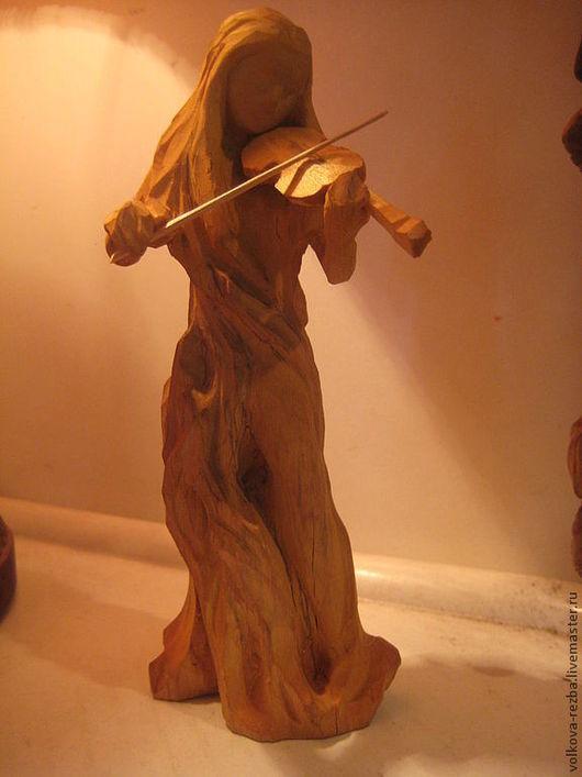 Статуэтки ручной работы. Ярмарка Мастеров - ручная работа. Купить Скрипачка- резьба по дереву. Handmade. Дерево, резьба по дереву, скрипка
