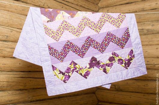 Пледы и одеяла ручной работы. Ярмарка Мастеров - ручная работа. Купить Лоскутное одеяло для малыша Сиреневые зигзаги. Handmade.