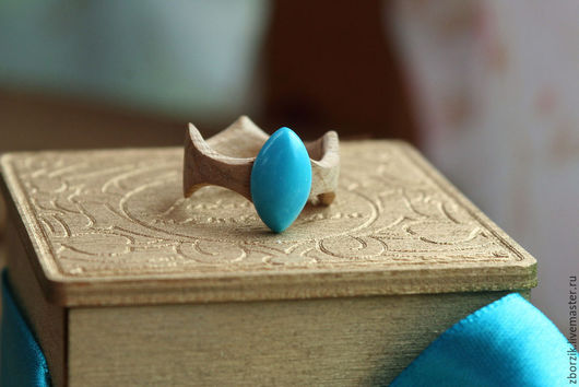 3. кольцо из дуба с бирюзой необычной формы. 2500р.