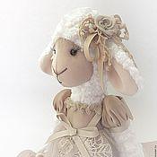 Куклы и игрушки ручной работы. Ярмарка Мастеров - ручная работа Аурелиа Овечка с пташкой. Handmade.