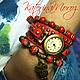 `Совушка` Комплект браслетов с часами. Браслеты из натурального коралла и варисцита. Часы на ремешке из прессованной кожи, оборачивается вокруг запястья три раза.