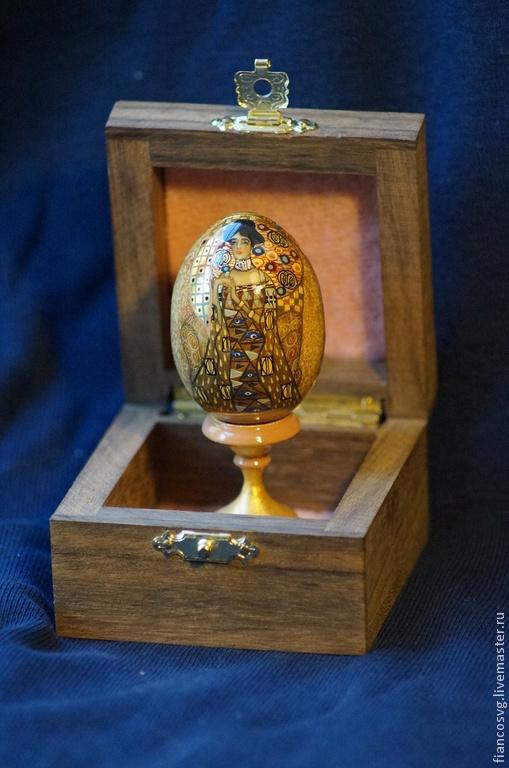 G.Klimt style hand painted egg `Bauer`. Вручную расписанное яйцо в стиле Климт `Бауэр`.Роспись акварелью и акрилом.В прекрасном качестве.В коробочке из африканского дерева.