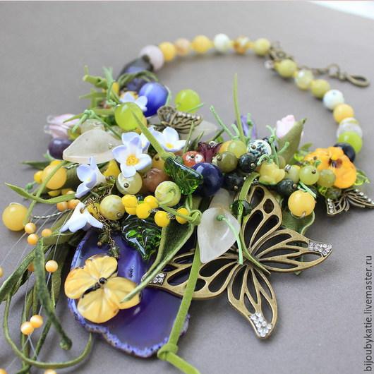 Колье по мотивам браслета луговые травы Эффектное колье с бабочками в фиолетово желтой гамме