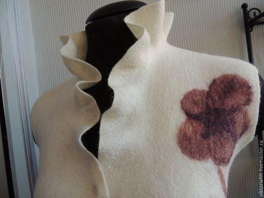 Жилеты ручной работы. Ярмарка Мастеров - ручная работа. Купить Валяный жилет. Handmade. Белый, валяный стильный жилет