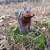 Куклы и игрушки handmade. Livemaster - original item Table miniature, the figure of a tree squirrel in the hollow. Gift. Handmade.