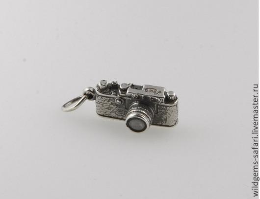 Кулон `Фотоаппарат Leica`. Масштабные копии популярных фотокамер. Серебряные кулоны ручной работы `CRAZY SILVER`, СПБ. Подходит для браслетов PANDORA, Thomas Sabo, Trollbeads и SunLite.