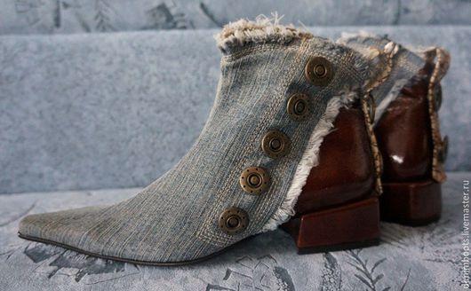 Обувь ручной работы. Ярмарка Мастеров - ручная работа. Купить Ботинки джинсовые комбинированные с бордовой кожей, 3см. каблук. Handmade.