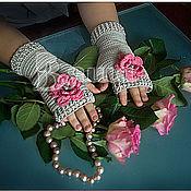 """Работы для детей, ручной работы. Ярмарка Мастеров - ручная работа Митенки детские """"Романтика"""" с вязаными розочками, для девочек. Handmade."""