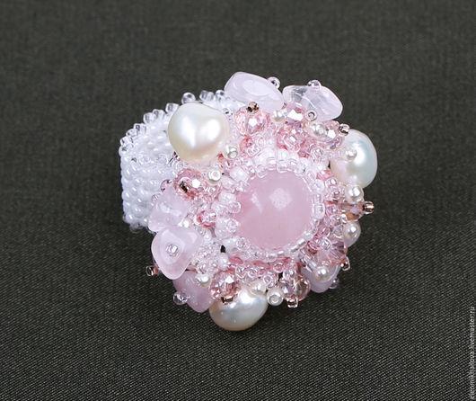 """Кольца ручной работы. Ярмарка Мастеров - ручная работа. Купить Кольцо из бисера с камнями """"Розовый бутон"""" из серии """"Акварель"""". Handmade."""