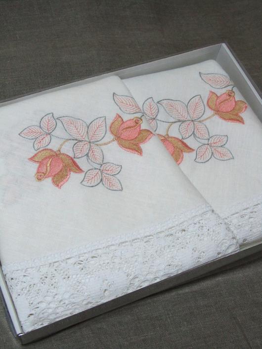 """Текстиль, ковры ручной работы. Ярмарка Мастеров - ручная работа. Купить Круглая льняная скатерть с вышивкой """"Чайная роза на белом"""". Handmade."""