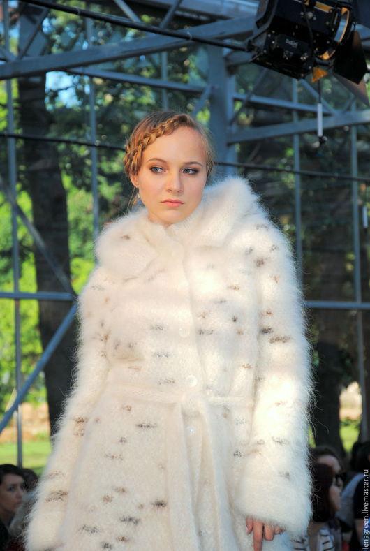 Пальто из собачьей шерсти `Жемчуг` белое