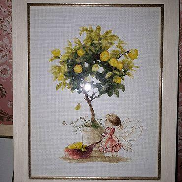 """Картины и панно ручной работы. Ярмарка Мастеров - ручная работа Вышитая картина """"Девочка собирает лимоны"""". Handmade."""