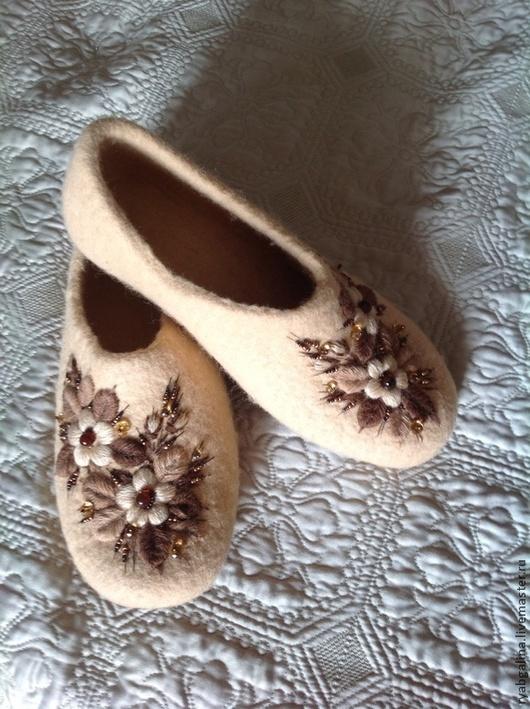 """Обувь ручной работы. Ярмарка Мастеров - ручная работа. Купить Тапочки """" Кофе со сливками"""". Handmade. Бежевый"""