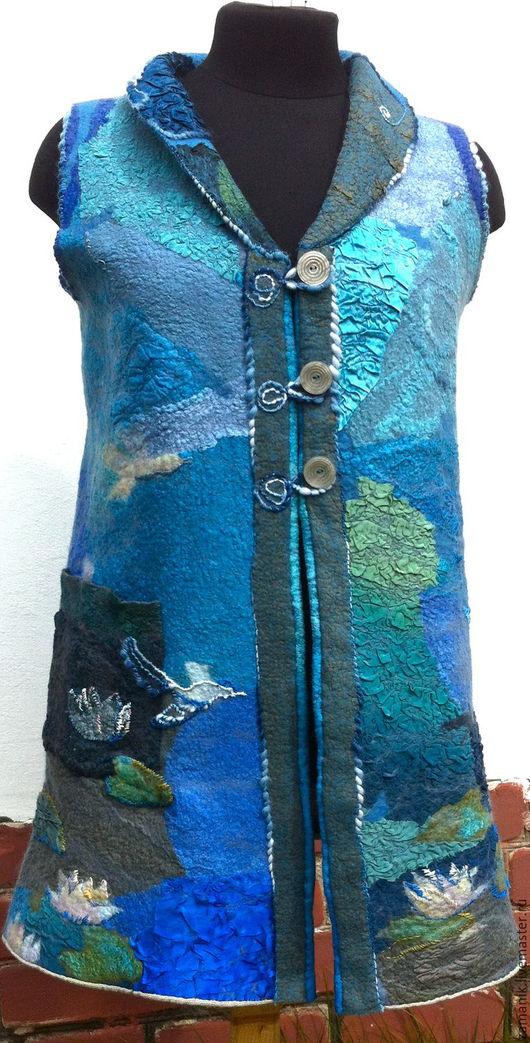 """Жилеты ручной работы. Ярмарка Мастеров - ручная работа. Купить нуновойлочный жилет""""Белые лилии """". Handmade. Синий, единственный экземпляр"""
