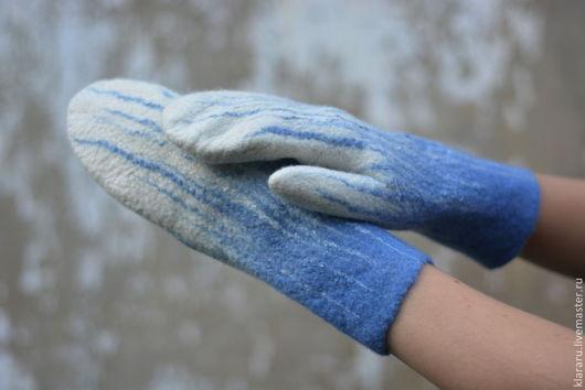 варежки, теплые варежки из мериносовой шерсти, бело-голубые варежки, варежки синие с белым,  подарок на Новый год, варежки от Клары Ру, варежки `Капель`, варежки женские, белые рукавички, зимние аксес