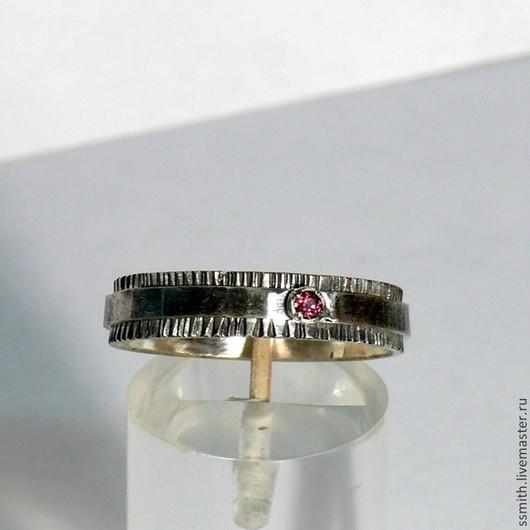 Кольца ручной работы. Ярмарка Мастеров - ручная работа. Купить Кольцо серебряное с родолитом и хризолитом. Handmade. Родолит