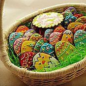 Сувениры и подарки ручной работы. Ярмарка Мастеров - ручная работа Пасха яркая - набор пряничных яиц в корзинке. Handmade.