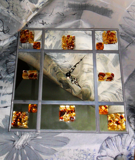 "Часы для дома ручной работы. Ярмарка Мастеров - ручная работа. Купить Панно-часы на зеркале ""Янтарные"". Handmade. Оранжевый, желтый"