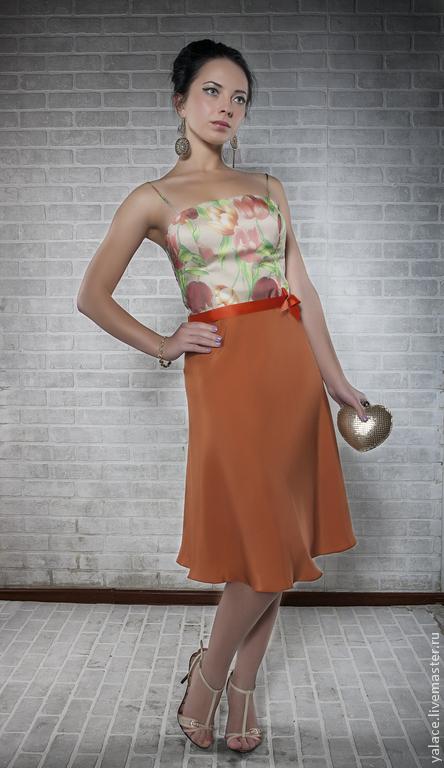 Нежное платья из шёлка `Oscar de la Renta`для утончённой девушки. Отличным дополнением служит изящный пояс из репсовой ленты. Выполнено в единственном экземпляре!