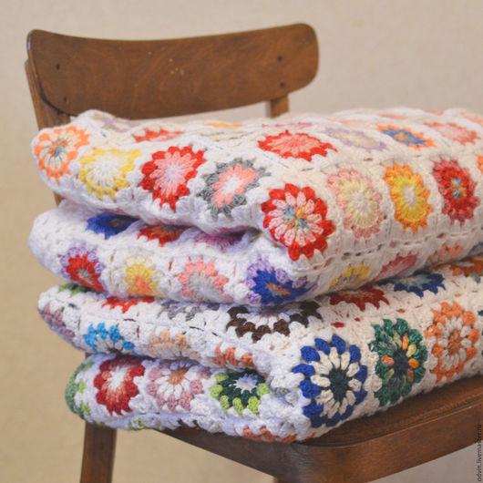 плед вязаный крючком, плед вязаный из мотивов, покрывало вязаное на кровать диван, для загородного дома, деревенский стиль кантри прованс, текстиль для интерьера декора спальни дома, для интерьера дач
