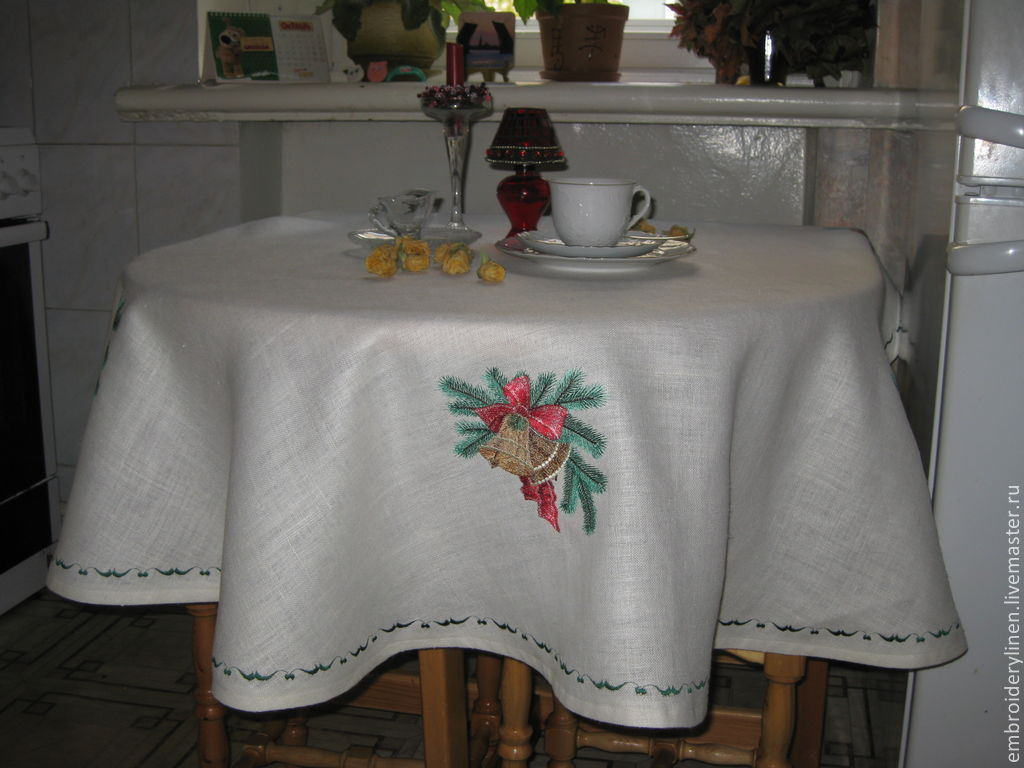 Home Textiles & Carpets handmade. Livemaster - handmade. Buy Tablecloth with embroidery round linen ' happy New Year!'.