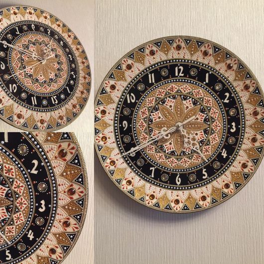 Часы для дома ручной работы. Ярмарка Мастеров - ручная работа. Купить Часы настенные на керамической тарелочке. Handmade. Точечная роспись