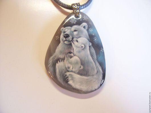 """Кулоны, подвески ручной работы. Ярмарка Мастеров - ручная работа. Купить кулон """"Медведица с медвежатами"""" миниатюрная роспись по камню. Handmade."""