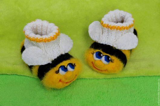 """Для новорожденных, ручной работы. Ярмарка Мастеров - ручная работа. Купить Пинетки валяные """"Веселые пчелки"""". Handmade. Желтый, теплые"""