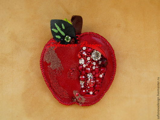 Броши ручной работы. Ярмарка Мастеров - ручная работа. Купить Red. Handmade. Ярко-красный, яблоко, кожа натуральная