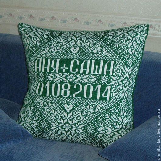 Фото. Одеяло вязаное с именами и датой - отличный подарок на свадьбу. Такой подарок на свадьбу порадует не только молодоженов, но и их будущих малышей)