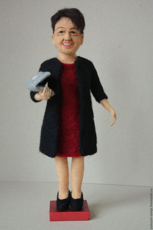 Портретные куклы ручной работы. Ярмарка Мастеров - ручная работа. Купить Портретная кукла Бизнес-леди. Handmade. Бордовый