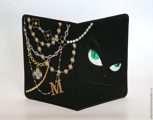 Вышитая обложка на паспорт `Кошачий взгляд. Цепная реакция`. Обложки от Шармель-ки.