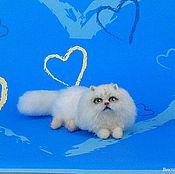 """Куклы и игрушки ручной работы. Ярмарка Мастеров - ручная работа Миниатюра """"Белый  кот"""". Handmade."""