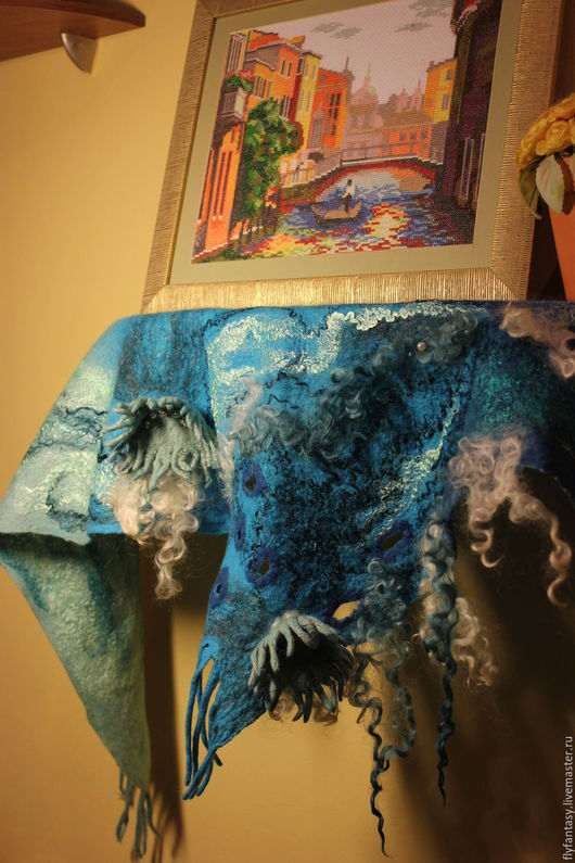 """Шарфы и шарфики ручной работы. Ярмарка Мастеров - ручная работа. Купить бактус """"Свидание влюблённых медузок"""". Handmade. Голубой, пляж"""