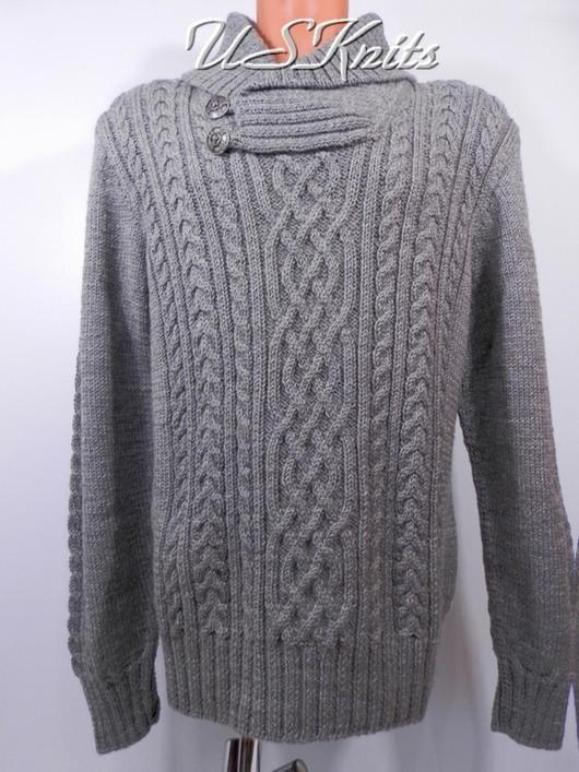 Вязаный мужской свитер с воротником