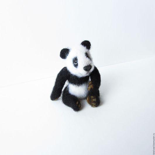 Игрушки животные, ручной работы. Ярмарка Мастеров - ручная работа. Купить Подвижная панда. Игрушка из шерсти. Handmade. Белый