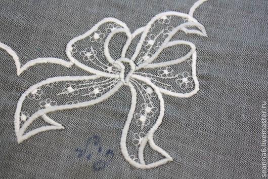 """Аппликации, вставки, отделка ручной работы. Ярмарка Мастеров - ручная работа. Купить Вышивка на заказ выреза """"Ажурный бантик"""" в любом цвете. Handmade."""