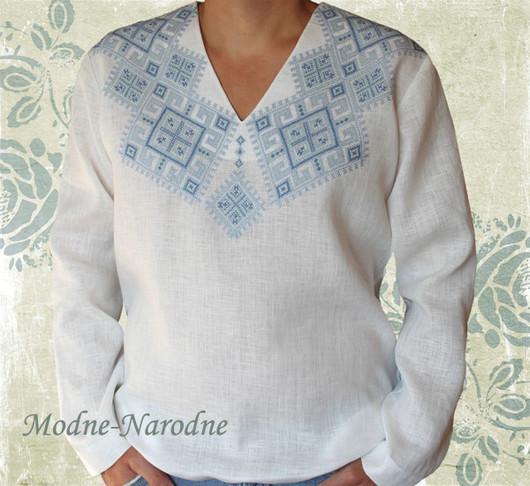 Льняная сорочка с ручной вышивкой Святкова 2. \r\nМодная одежда с ручной вышивкой. \r\nТворческое ателье Modne-Narodne.