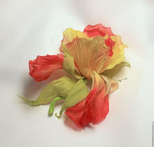 """Броши ручной работы. Ярмарка Мастеров - ручная работа. Купить Шелковый ирис """"Огневушка"""". Цветы из ткани.. Handmade. Рыжий"""