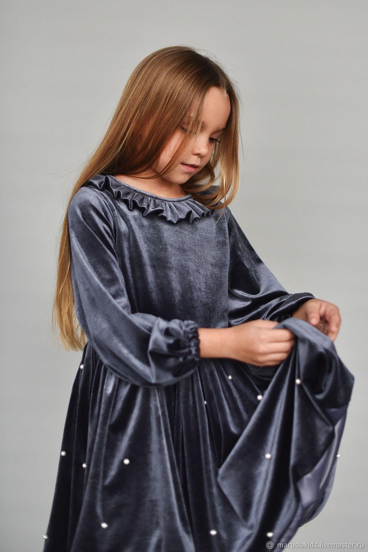 Платье из бархата пыльно-фиолетового цвета