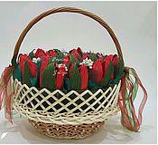 Цветы и флористика ручной работы. Ярмарка Мастеров - ручная работа Букет из конфет в корзине с тюльпанами. Тюльпаны.. Handmade.