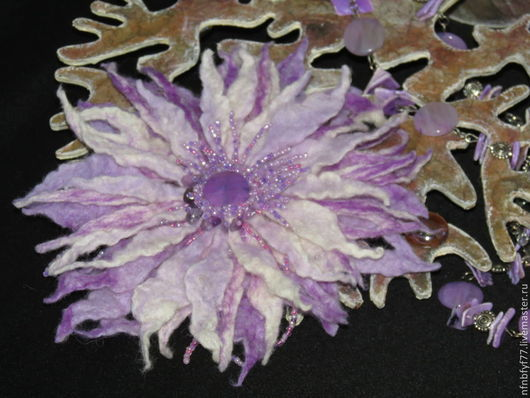 """Броши ручной работы. Ярмарка Мастеров - ручная работа. Купить Брошь, цветок валяный """"Планида"""". Handmade. Разноцветный, бусины"""