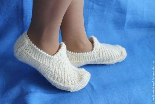 Обувь ручной работы. Ярмарка Мастеров - ручная работа. Купить Женская домашняя обувь. Следки. Handmade. Белый, вязаные