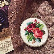 Украшения ручной работы. Ярмарка Мастеров - ручная работа Кулон Две Викторианские Розы Шебби. Handmade.